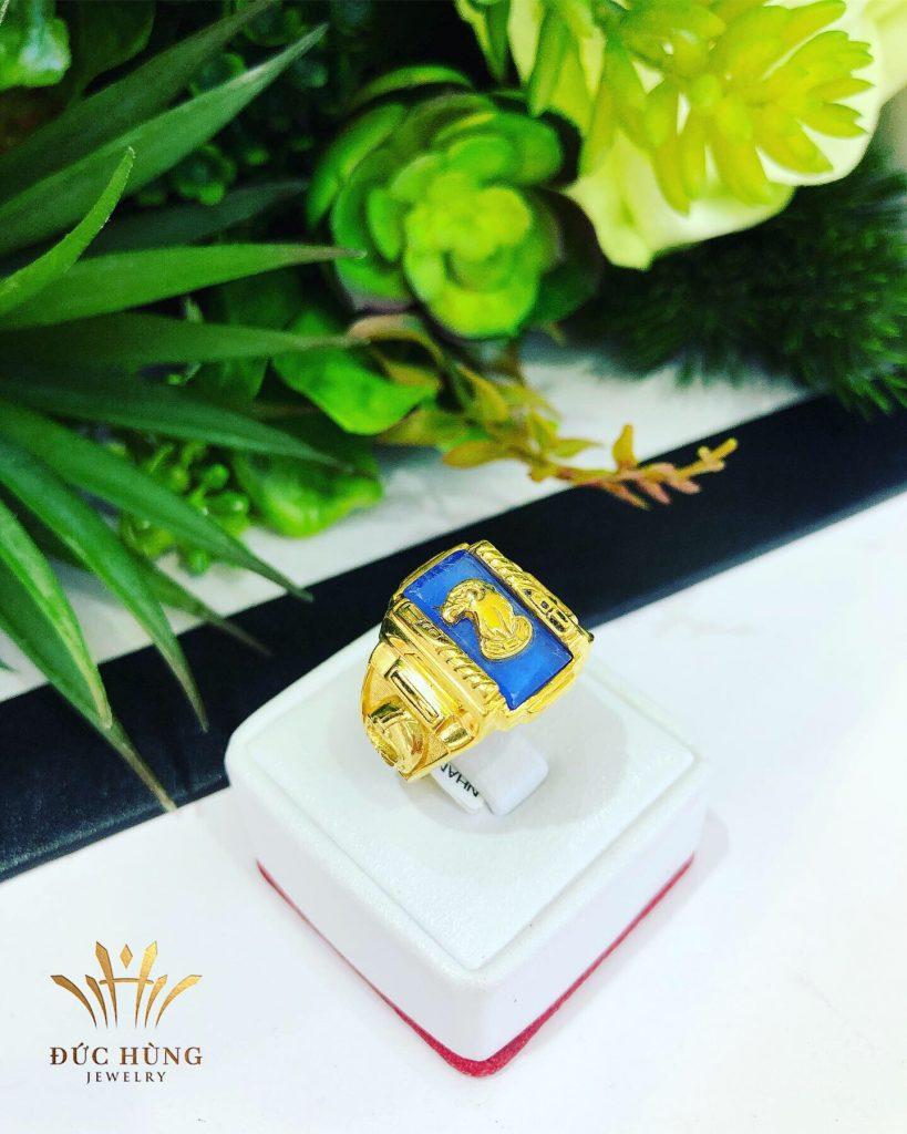Nhẫn vàng nam đá xanh hình rắn