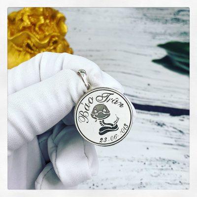 Mặt bạc khắc tên dành cho bé Anh Tú