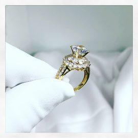 Nhẫn hoa kim cương sang trọng