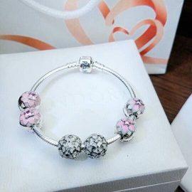 Vòng charm bạc màu hồng