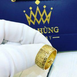 Nhẫn vàng nam đeo ngón cái phù hợp