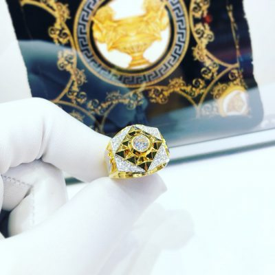 Nhẫn đính đá mặt chữ thập
