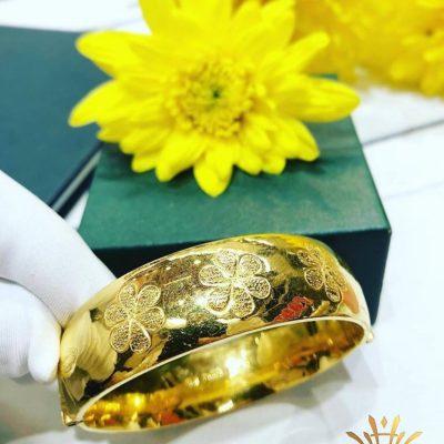 Lắc vàng nữa trạm hoa