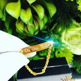 Vòng tay vàng khắc chữ