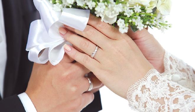 Bán nhẫn cưới có sao không?