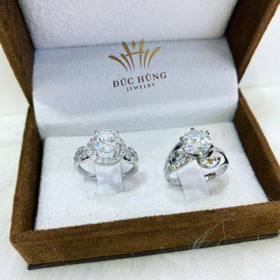Bộ nhẫn đôi vàng trắng đính đá sang trọng