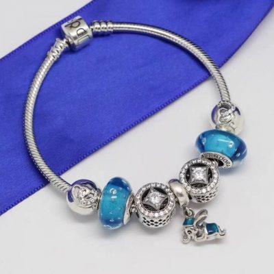 Vòng charm hạt xanh huyền bí